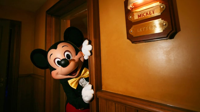 Magician mickey mouse disneyland paris attractions meet mickey mouse m4hsunfo